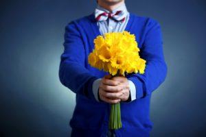 Как оригинально и со вкусом подарить девушке цветы