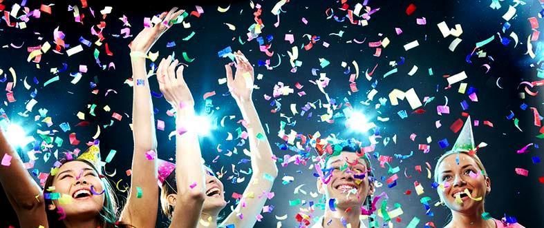 Как недорого поздравить коллег с корпоративным праздником